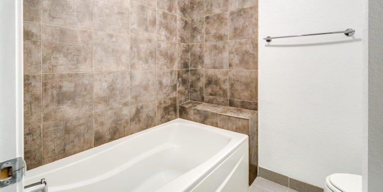 27_Upper Level-Master Suite-Bathroom-3