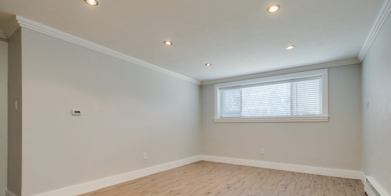 5_Family Room-2