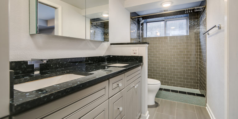 9_Master Suite-Bathroom-1