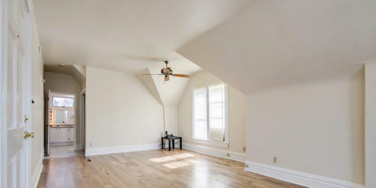 10_Living Room-1