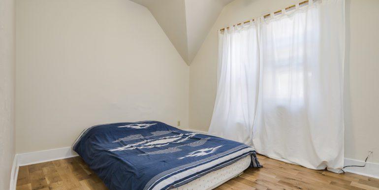 16_Bedroom-1