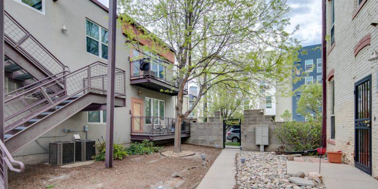 28_Exterior-Courtyard-1