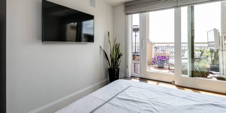 21_Master Suite-Bedroom-2