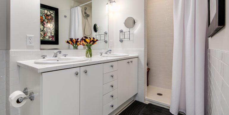 23_Master Suite-Bathroom-1