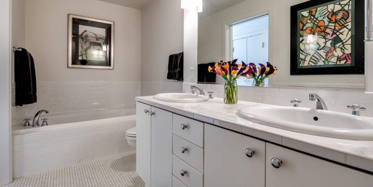 24_Master Suite-Bathroom-2