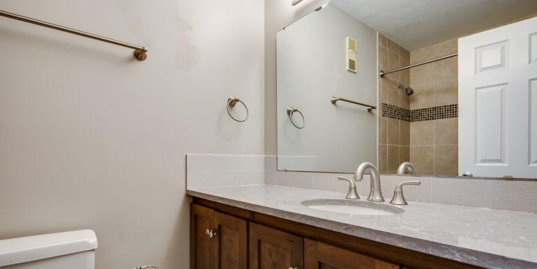 17_Master Suite-Bathroom-1