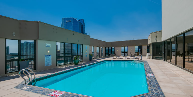 22_Community-Rooftop Pool-1