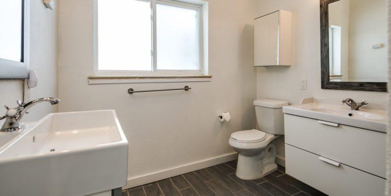23_Bathroom-1