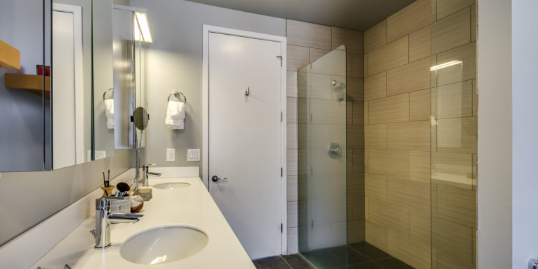 24_Third Level-Master Suite-Bathroom-2