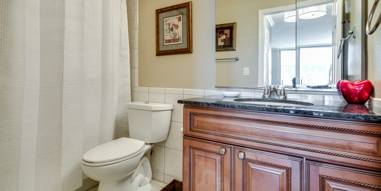 19_Master Suite-Bathroom-1-2