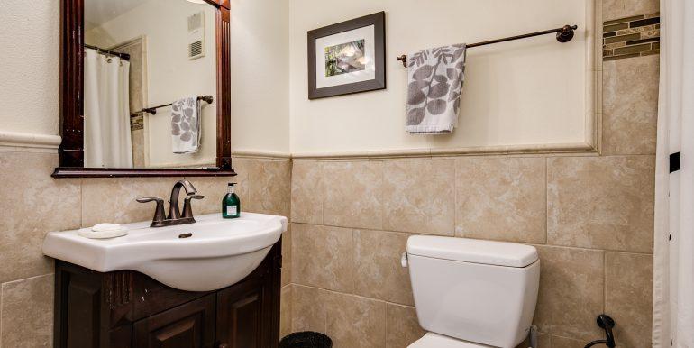 13_Bathroom-1