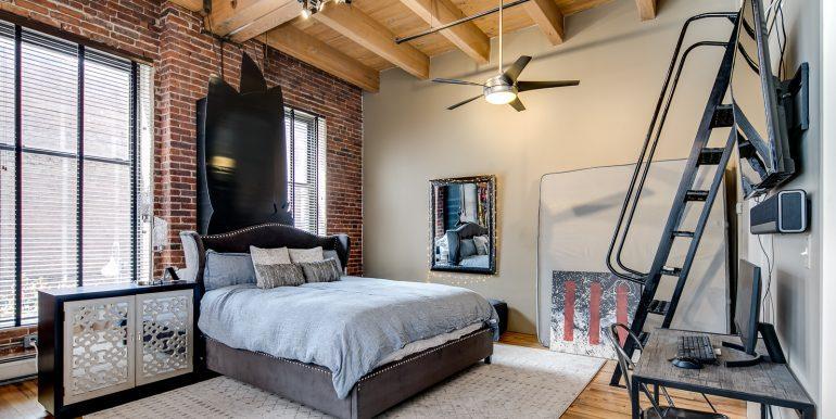 16_Master Suite-Bedroom-1
