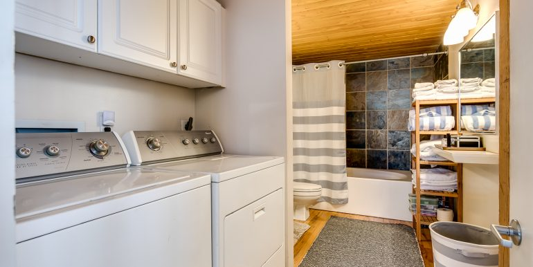 20_Master Suite-Laundry Room-1
