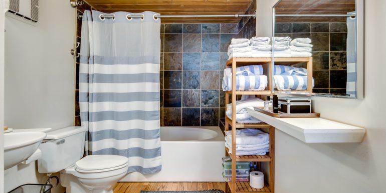 22_Master Suite-Bathroom-2