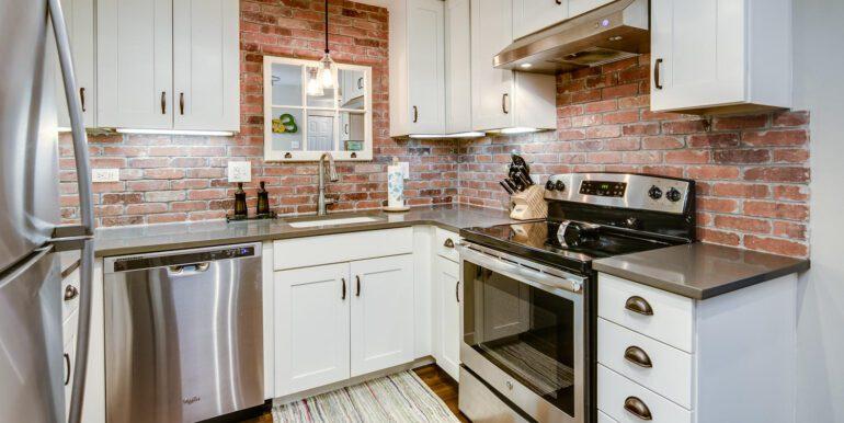 1050 N Lafayette St 406 Denver-large-011-016-Kitchen3-1500x1000-72dpi
