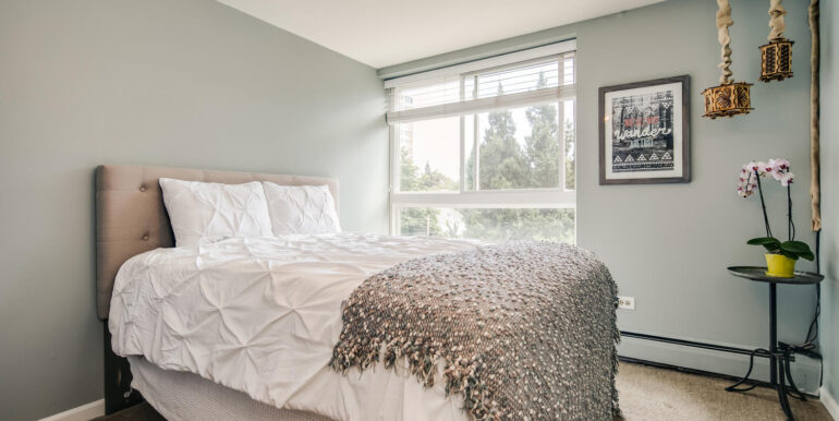 1050 N Lafayette St 406 Denver-large-014-013-Bedroom1-1500x1000-72dpi