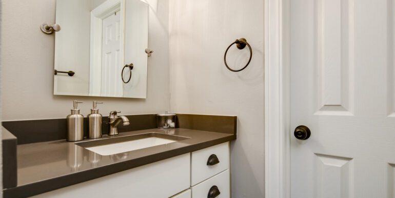 1050 N Lafayette St 406 Denver-large-017-009-Bathroom1-1500x1000-72dpi
