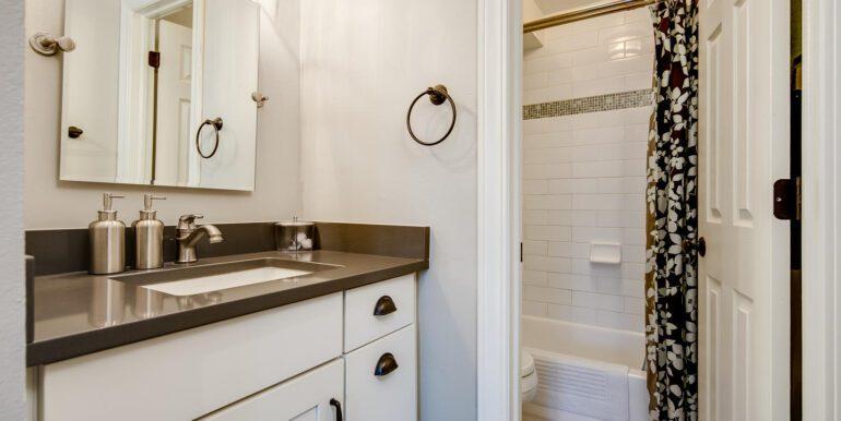 1050 N Lafayette St 406 Denver-large-018-015-Bathroom2-1500x1000-72dpi