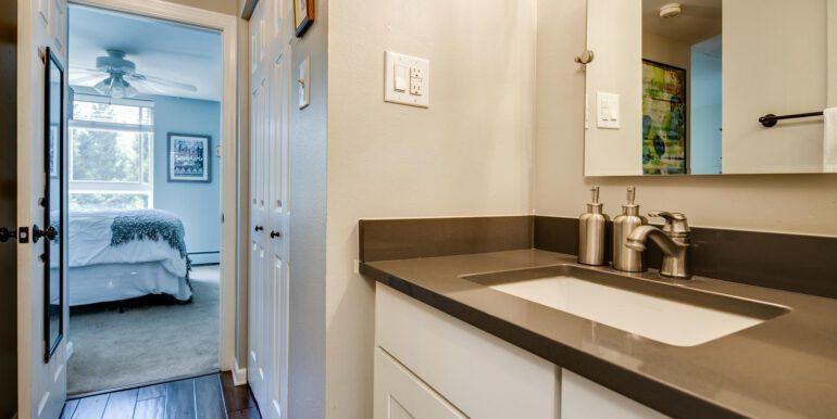 1050 N Lafayette St 406 Denver-large-019-007-Bathroom3-1500x1000-72dpi